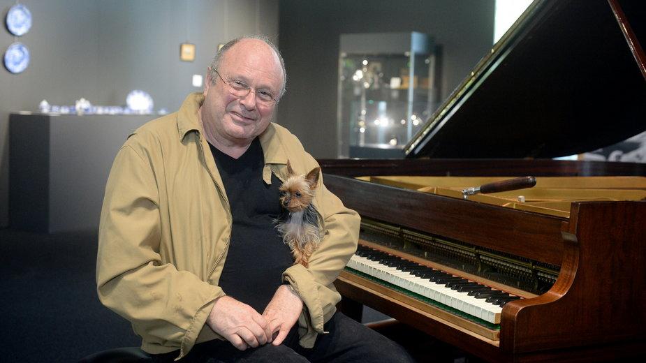 Andrzej Szpilman na wystawie pamiątek po pianiście Władysławie Szpilmani w siedzibie domu aukcyjnego Desa Unicum
