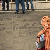 OSMEH POBEĐUJE Ova fotografija nasmejane devojke je postala hit, a OVO JE RAZLOG (FOTO)