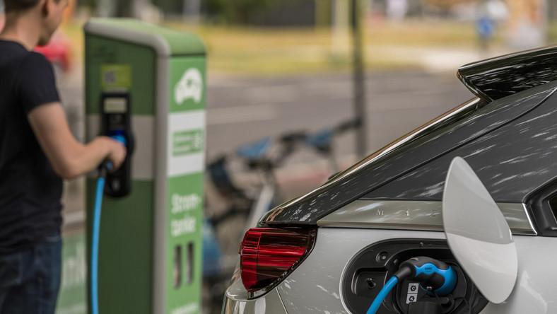 Dopłaty do samochodów elektrycznych – ruszą w wakacje?