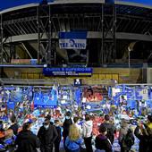 """""""HTELI SMO SE DA GA VIDI, DA GA PONESE..."""" Igrači Napolija večeras će u derbiju protiv Rome napraviti SJAJAN PRESEDAN i nositi NIKAD VIĐENE dresove u čast Maradone"""