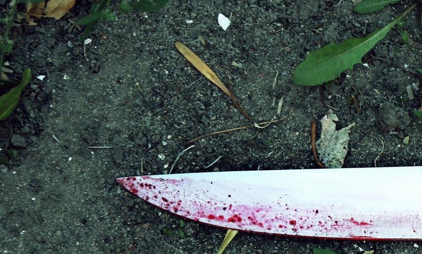 Z nożem rzucił się na policjantów