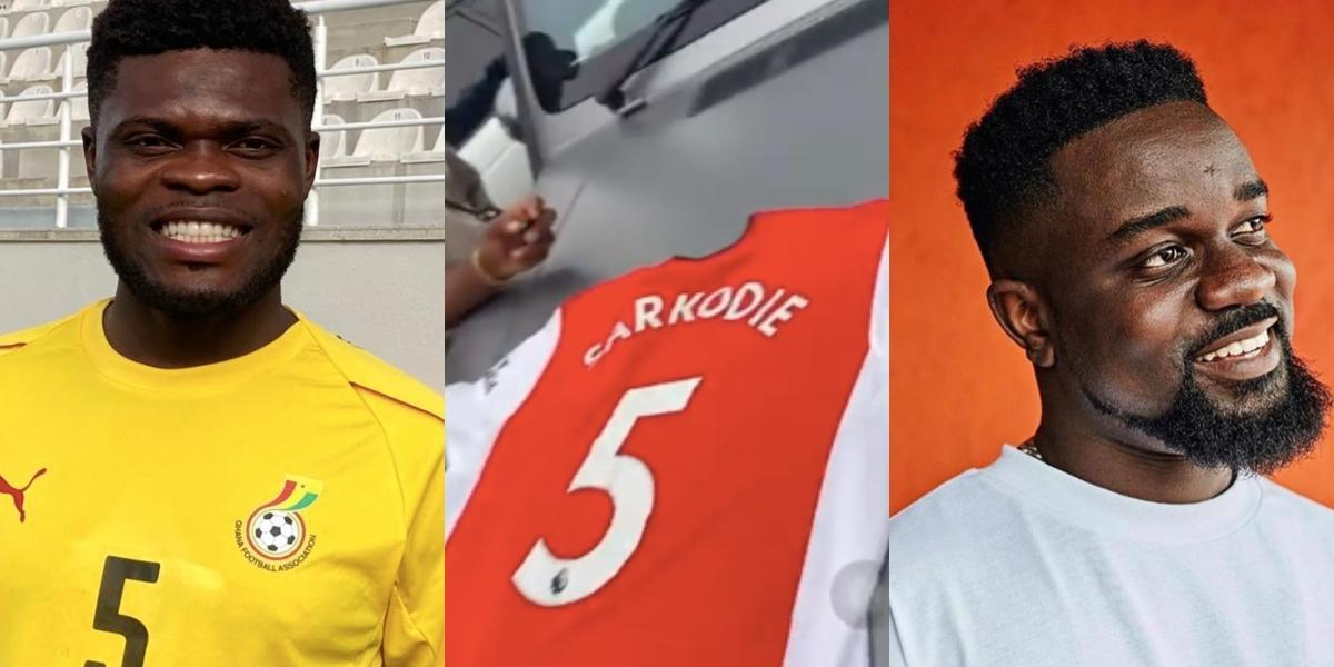 Thomas Partey gifts Sarkodie customised Arsenal jersey at Ghana Party in the Park event