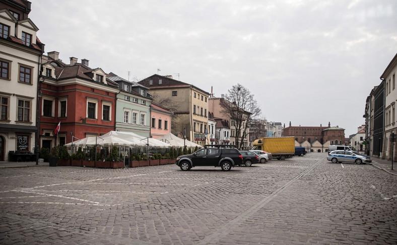 Opustoszała ulica Szeroka na krakowskim Kazimierzu