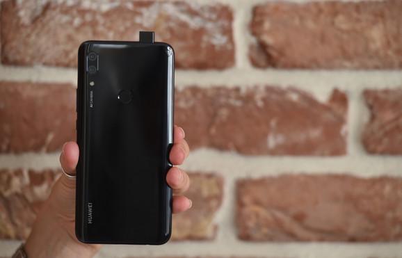 Prednja kamera na P Smart Z se pojavljuje samo kada uključite opciju za slikanje selfija