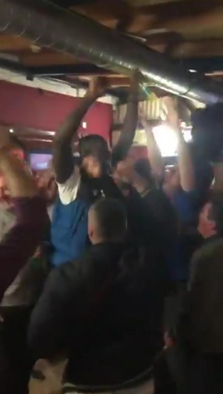 Odžo slavi sa navijačima Crvene zvezde