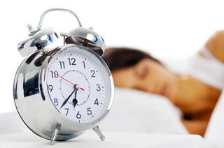 Śpisz w zbyt jasnym pokoju? Przytyjesz