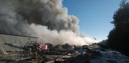 Toksyczna chmura nad Brożkiem. Płonie hałda śmieci