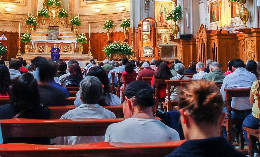 Policjant reanimował kobietę podczas mszy św. w kościele