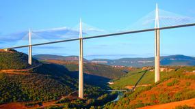 Millau - wiadukt nad rzeką Tarn; najwyższy most na świecie i wielka atrakcja Francji