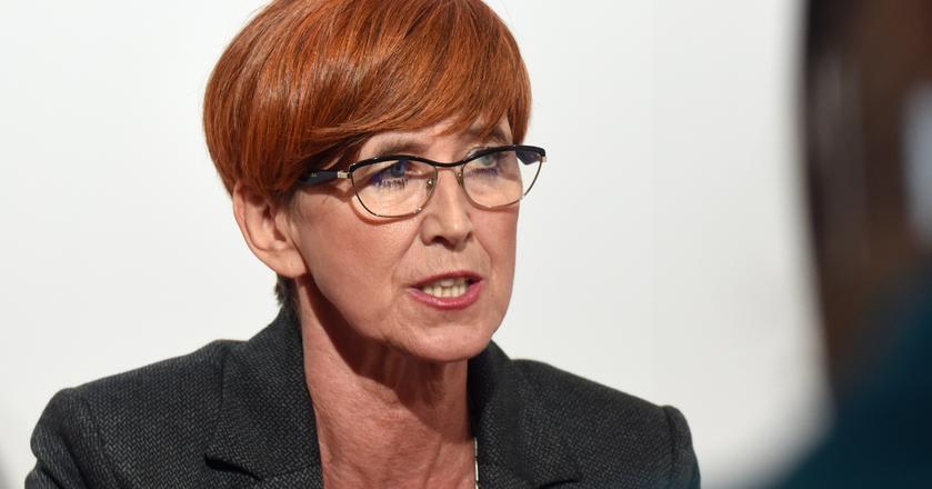 Elżbieta Rafalska podkreśla, że w najbliższym czasie nie ma planów na rozszerzenie programu Rodzina 500 Plus