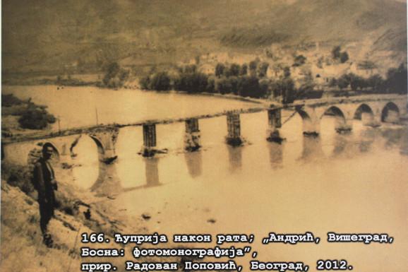 Između dva svetska rata Drinom je od Bajine Bašte do Sremske Rače dnevno plovilo 250 splavova