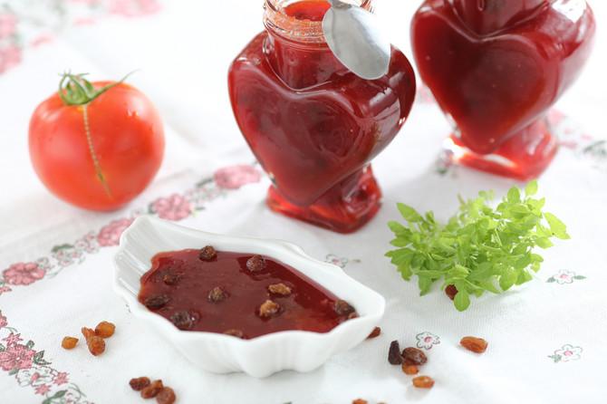 Džem od paradajza sa suvim grožđem ima savršen, potpuno nov nov ukus