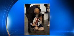 Krwawy atak na wystawie. Ludzie nie reagowali