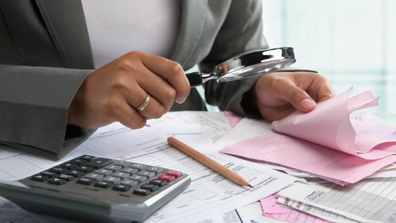 Finanse, kontrola. Zdjęcie ilustracyjne