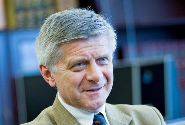 Dodał również, iż restrukturyzacja Ministerstwa Finansów wymagać będzie podjęcia nowych działań przez wicepremiera Mateusza Morawieckiego.