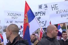 """""""OVO JE NAŠ ODGOVOR"""" Severni deo Mitrovice osvanuo ukrašen zastavama Srbije (VIDEO)"""