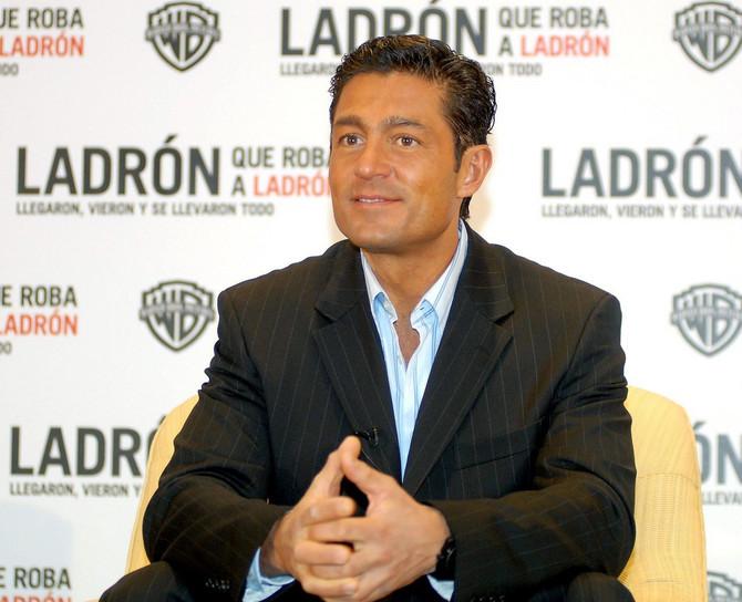 Uprkos godinama i dalje važi za jednog od najzgodnijih meksičkih glumaca