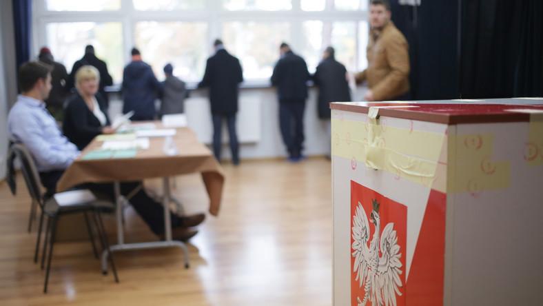 Głosowanie w Miejskim Ośrodku Kultury w Józefowie