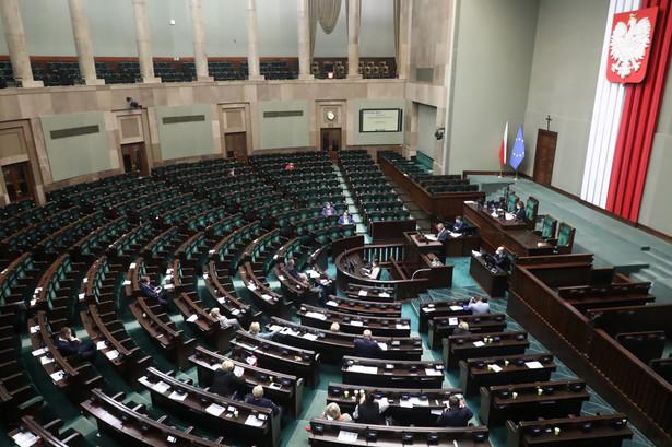 Opozycja szykuje poprawki, które mają odwrócić zmiany w składce