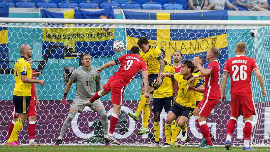 """Dwa fatalne """"pudła"""" Roberta Lewandowskiego w meczu Polska - Szwecja na Euro 2020"""
