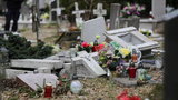 Straszny widok na olsztyńskim cmentarzu. Zdewastowano dziecięce groby. Zatrzymano sprawcę