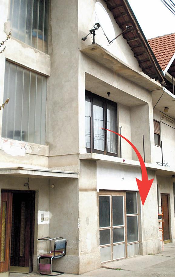 Balkon sa kojeg je beba pala na beton