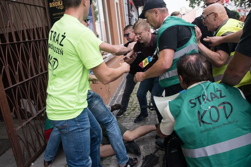 Narodowcy zaatakowali KOD podczas manifestacji