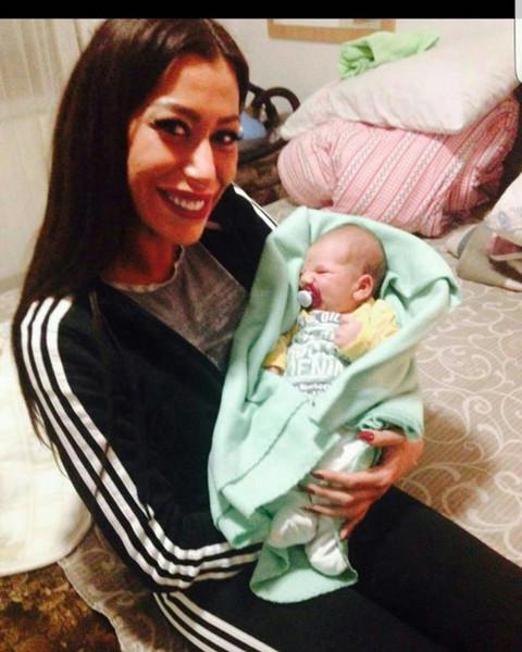 DIRLJIVO: Mimi Oro sa bebicom za praznike!