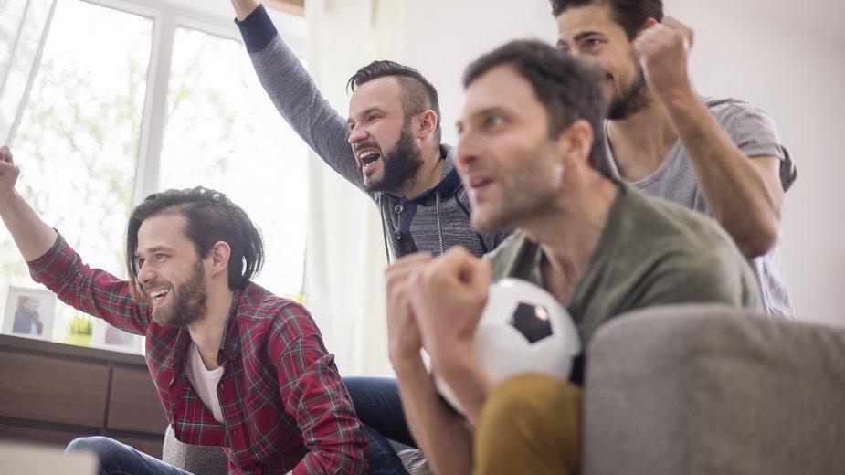 Oglądaj mecze Euro 2020 na projektorze. Cztery modele warte uwagi