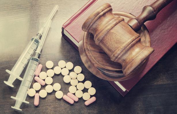 Po zmianach nowe środki psychoaktywne będą traktowane na równi z narkotykami. Za posiadanie dopalaczy będzie groziło do 3 lat więzienia, a za handel nimi nawet do 12 lat.