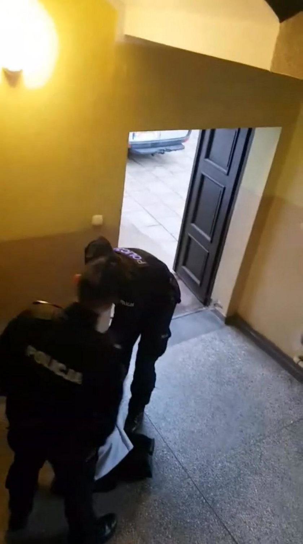Policja w zakonie salezjanów! Siłą zawlekli księdza do radiowozu