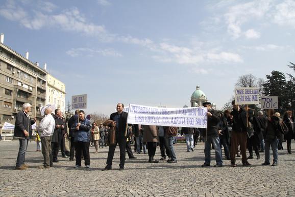 Stanari su protestovali ispred Skupštine grada