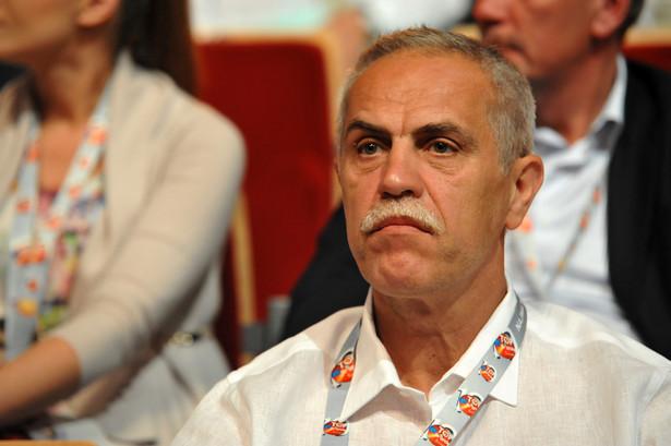 2. Zygmunt Solorz-Żak - 9,9 mld złotych Właściciel m. in. sieci telefonicznej Plus, Superstacji czy Plus Banku. Zajmuje stanowisko prezesa Rady Nadzorczej Polsatu. Zajął drugie miejsce w rankingu w 2015 roku.