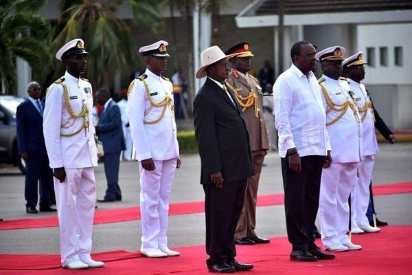 President Uhuru Kenyatta and Yoweri Museveni in Mombasa after inspecting a guard of honor