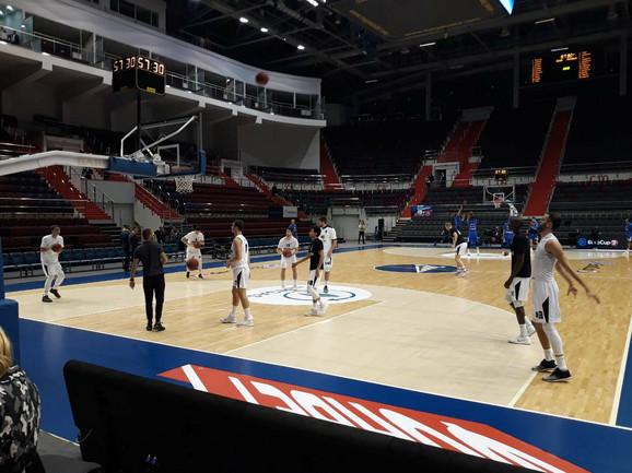 Košarkaši Partizana na zagrevanju