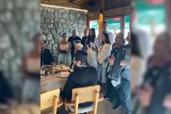 """""""Tamo daleko"""" i sveštenici SPC na proslavi gradonačelnika Budve  (VIDEO)"""