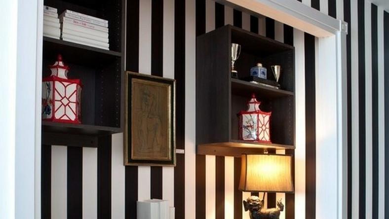 A kto powiedział, że domowe biuro nie może się mieścić, tak gdzie pierwotnie zaprojektowano szafę wnękową? Całość doskonale wpisuje się w charakter wnętrza