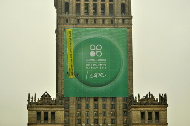 PKiN oplakatowany przez Greenpeace /fot. Greenpeace Polska/