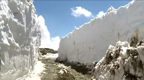 Anomalie pogodowe w Chinach. Ponad 2 metry śniegu na drogach