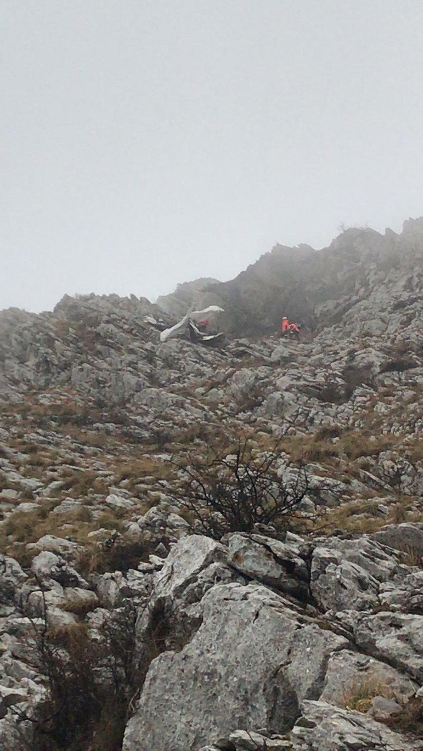 Katastrofa samolotu w górach. Maszyna rozbiła się o szczyt