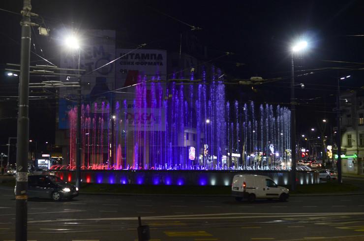 Fontana na Slaviji u bojama srpske zastave, Sretenje - Dan državnosti