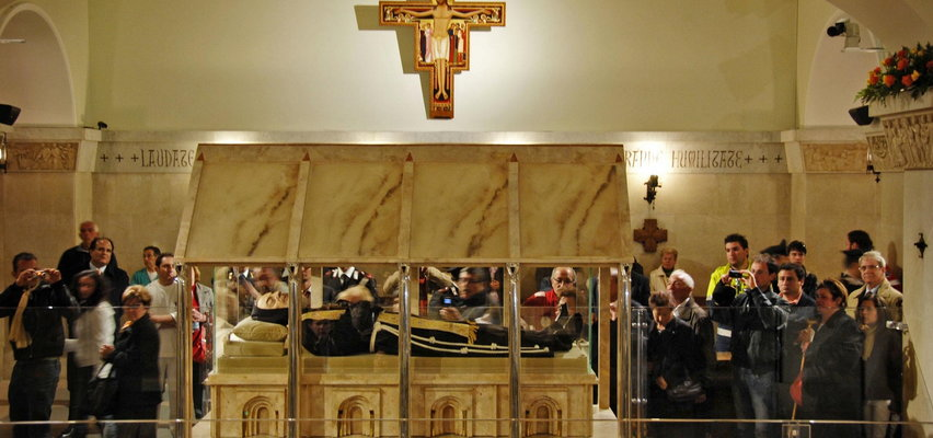 """Mówiono, że ojciec Pio może przebywać w dwóch miejscach jednocześnie i lewitować. """"Jak Bóg mógł pozwolić na tyle oszustw?"""""""