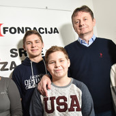 TROJE ODLIKAŠA DOBILO NOVU KUĆU Blic fondacija i donator sagradili kuću porodici Maksimović (VIDEO)