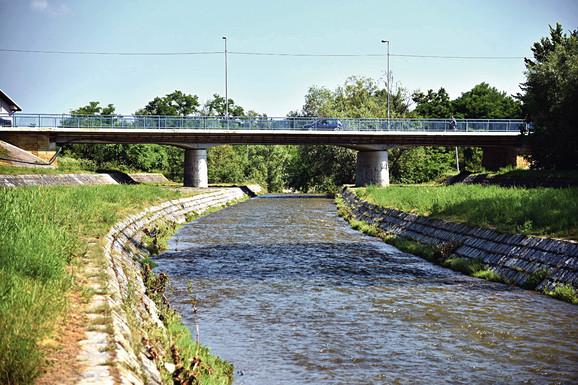 Uzorci vode za ispitivanje uzeti su i kod mosta u Mionici, jednoj od lokacija koja je čišćena u našoj akciji