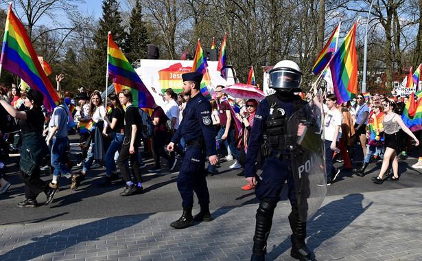 """Sobotni marsz równości ma być pierwszym, który przejdzie przez Gniezno; odbędzie się pod hasłem """"Gniezno – pierwsza stolica równości""""."""