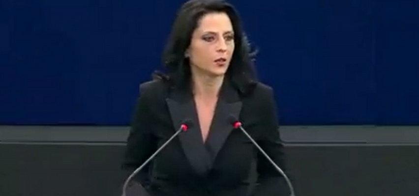 Zawrzało w PE. Rumuńska europosłanka poprosiła, by nie wyłączać jej mikrofonu. Następnie wypaliła w kierunku Morawieckiego...