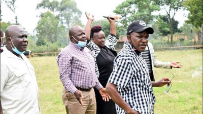 Police descend on DP Ruto's allies with teargas during press conference, forcing them to flee [Video]