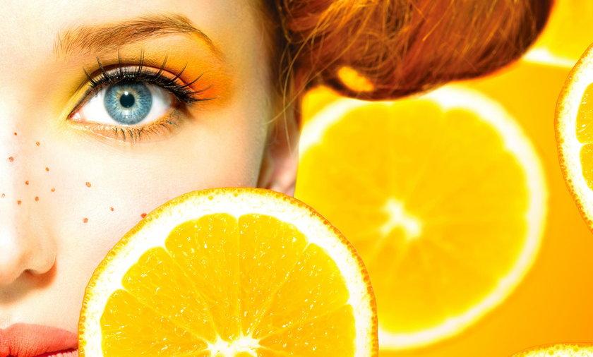 Kobieta z żółtym makijażem