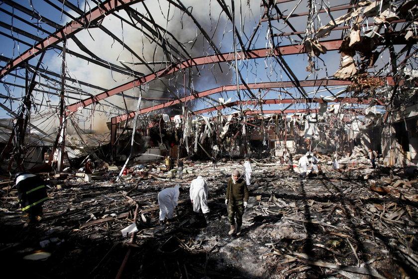 W sali wybuchł pożar, później budynek zawalił się
