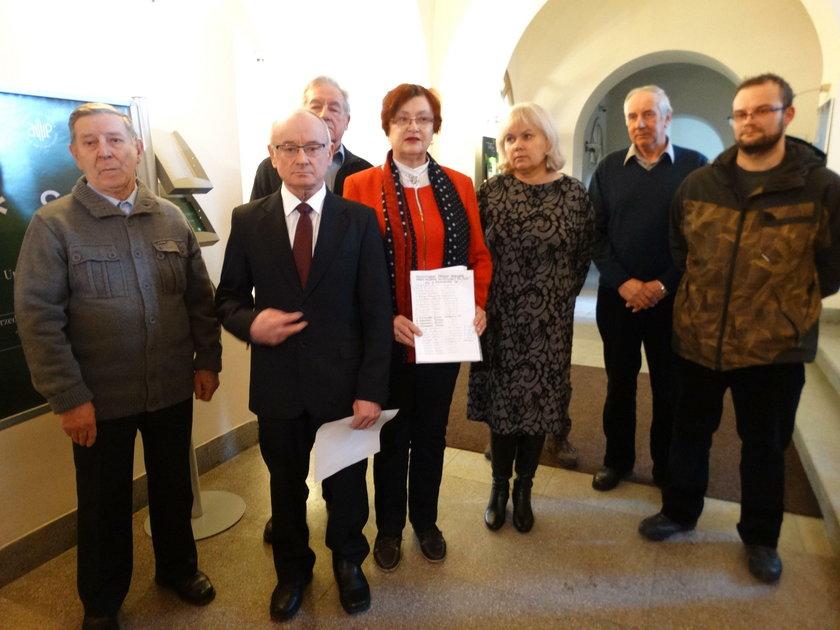 Mieszkańcy Lublina protestują przeciwko budowie masztu z antenami